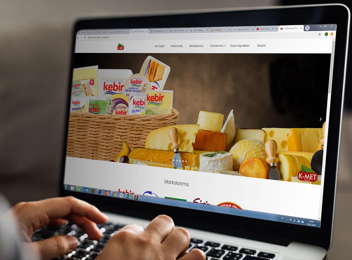 K-met.net web sitesi laptop görseli